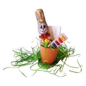Великденска кашпа с шоколадов заек